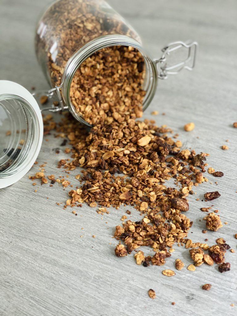 zelfgemaakte granola gezond met pindakaas